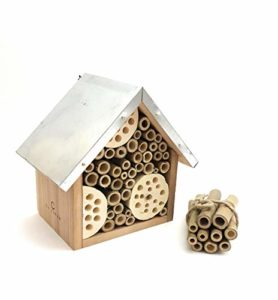 LA JONAE Abeille Maison Hôtel pour Petits Insectes en Bois Naturel avec Toit en métal avec Crochet de Suspension et Boucle de Ficelle